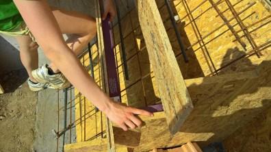 Stavba schodů do domu