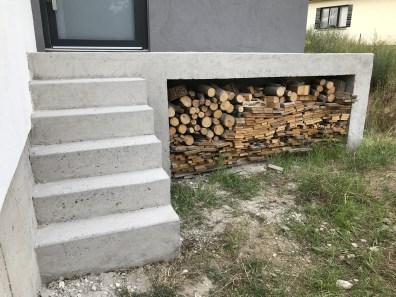 Opravený a přebroušený betonový povrch
