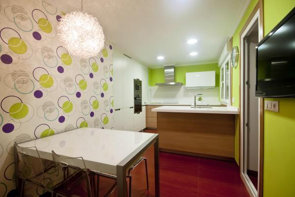 Чем поклеить на кухне стены – фото, дизайн – на краску ...