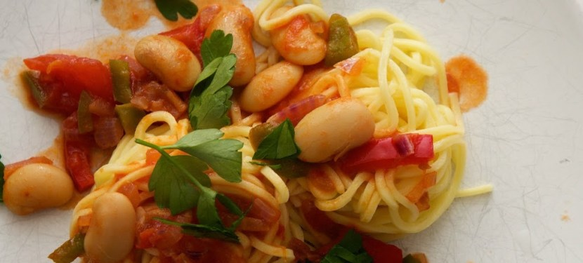 Spaghetti with white beans and paprika
