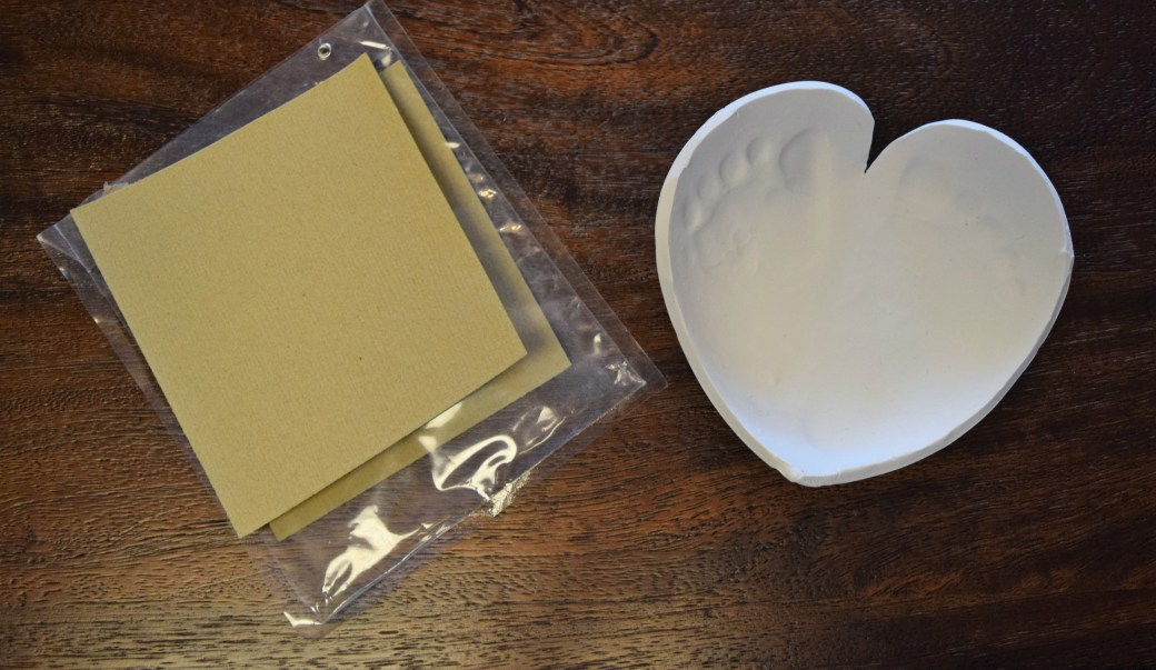 This easy DIY Clay Footprint Craft is an adorable must-do craft! This DIY clay dish / bowl can be created with handprints or footprints and is a perfect easy diy gift idea for him or for grandparents. Plus, this footprint dish makes a special keepsake! Repin now for later!
