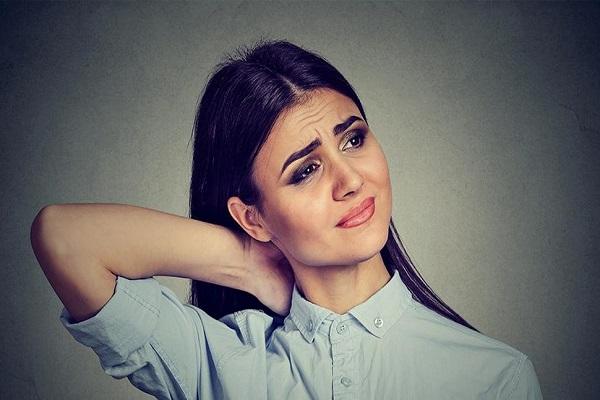 Por que a fibromialgia causa dor no pescoço?