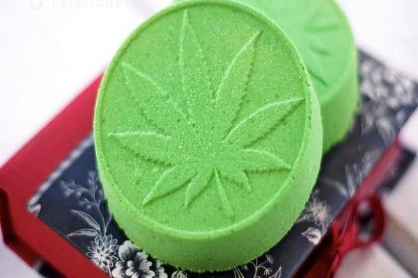 Se baigner dans le cannabis avec les bombes de bain CBD! Idéal pour la fibromyalgie et améliorer le sommeil.