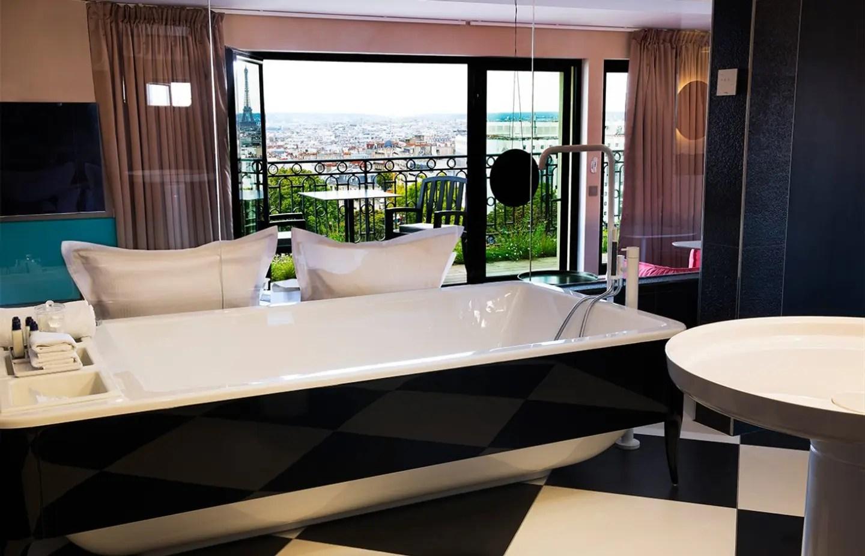 Chambre Avec Jacuzzi Privatif Pour Un Week End Romantique A Paris Staycation