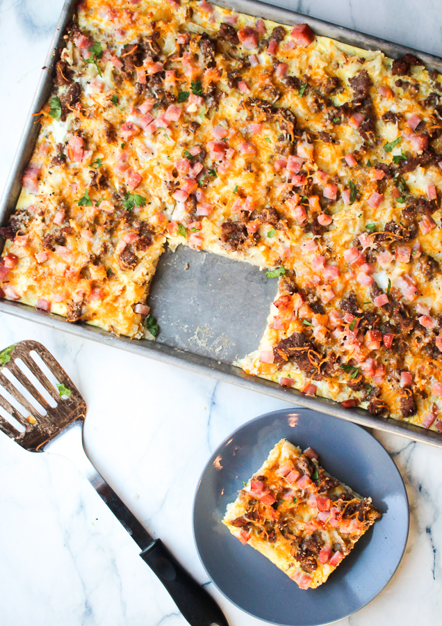 Full sheet pan breakfast casserole for the whole family. Sausage, eggs, ham, hash browns, and eggs. #macrofriendlyrecipe #highproteinrecipe #sheetpanrecipe