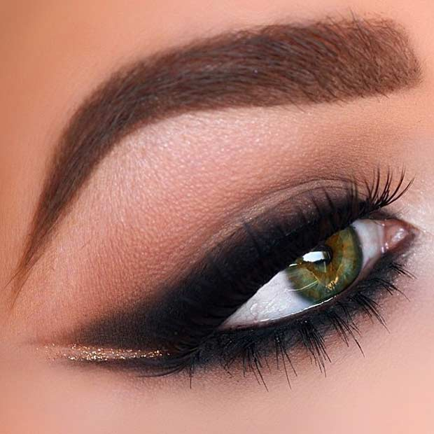 Smoked Out Winged Liner on Green Eyes