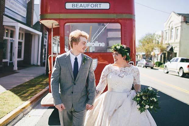 Wedding Photo Idea with Vintage Bus