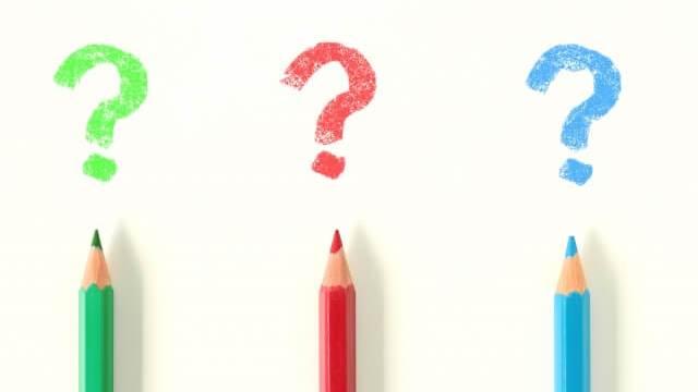 3色の色鉛筆のはてなマーク