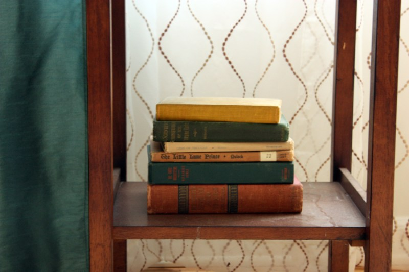 HOME TOUR: vintage living room and items from auctions and thrift stores. What does your entry room look like? | Stay gold Autumn