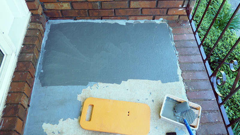 I used a pint brush to paint next to eh brick and a small roller to paint the main portion of the cement on the porch. A small knee board saved my knees! | Stay gold Autumn
