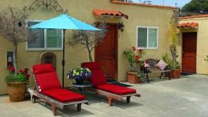 Leucadia Beach Inn patio area