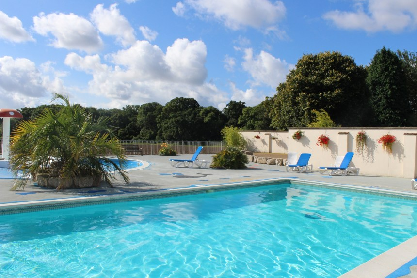 Extensive leisure facilities for Wilksworth's guests include the park's heated outdoor pool with sunbathing areas