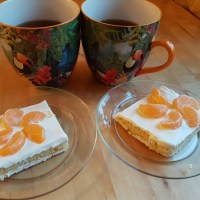 Meringue Cake With Tangerines