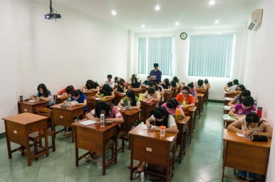 Classroom with air conditioners, projector, and sound system - 空调、投影机及音响设备教室