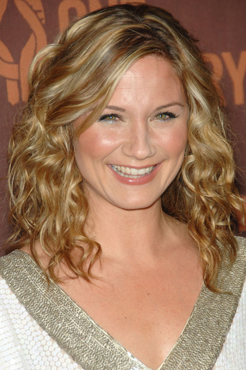 Jennifer Nettles Hairstyles Amp Hair Colors Steal Her Style