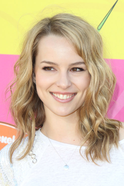 Bridgit Mendlers Hairstyles Amp Hair Colors Steal Her Style