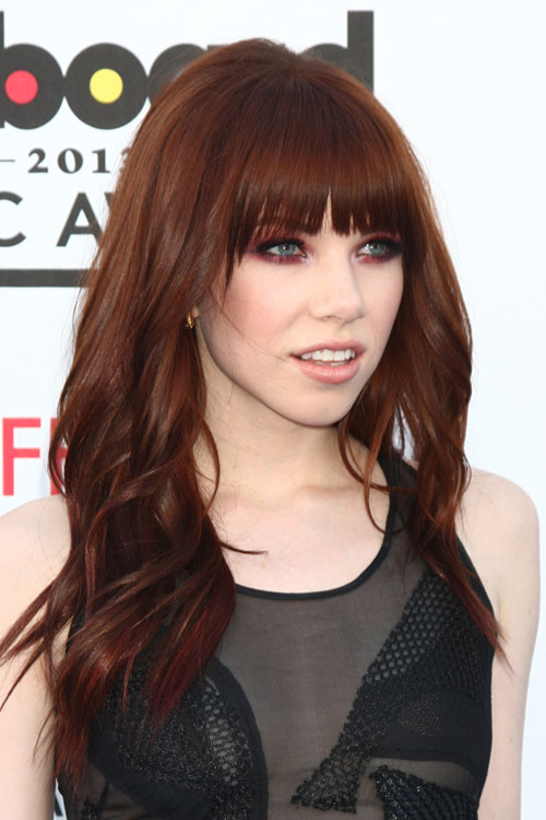 Carly Rae Jepsens Hairstyles Amp Hair Colors Steal Her Style