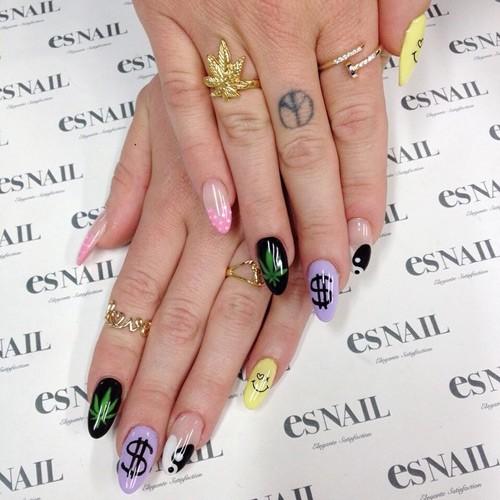 Dollar Sign Nails