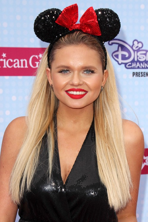 Alli Simpsons Hairstyles Amp Hair Colors Steal Her Style