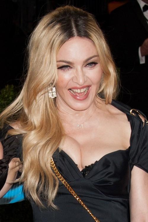 Madonna Wavy Honey Blonde Dark Roots Hairstyle Steal Her