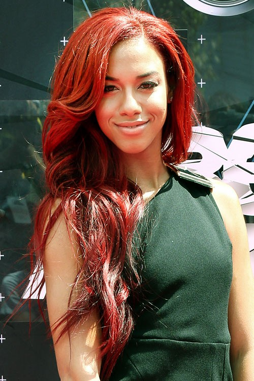 Natalie La Roses Hairstyles Amp Hair Colors Steal Her Style