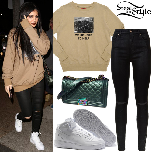 Kylie Jenner   Here To Help  Sweat  Black Jeans   Steal Her Style Kylie Jenner arriving at Menchie s Frozen Yogurt  November 4th  2015    photo  AKM