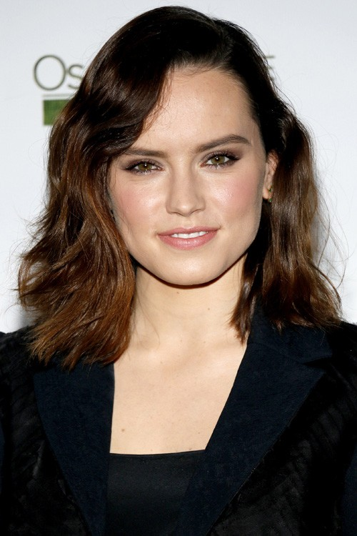 Daisy Ridley Wavy Medium Brown Blunt Cut Hairstyle Steal