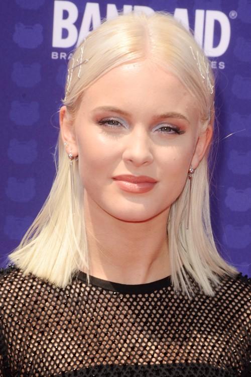 Zara Larsson Straight Platinum Blonde Blunt Cut Bobby
