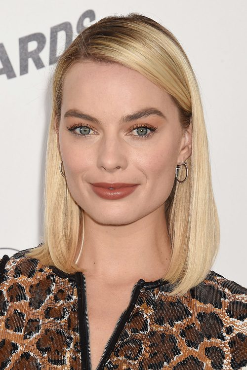 Margot Robbies Hairstyles Amp Hair Colors Steal Her Style