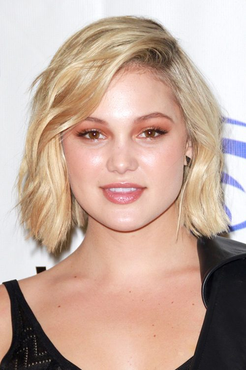Olivia Holts Hairstyles Amp Hair Colors Steal Her Style