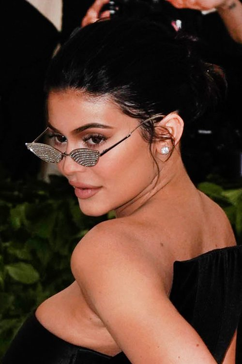 Kylie Jenners Hairstyles Amp Hair Colors Steal Her Style