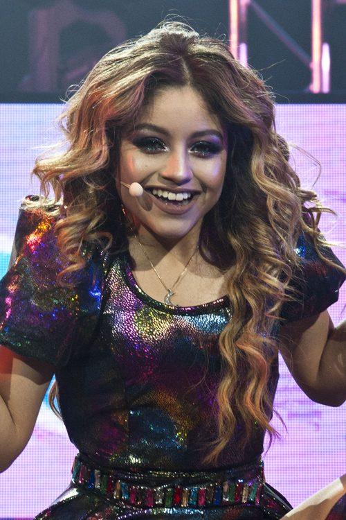 Karol Sevillas Hairstyles Amp Hair Colors Steal Her Style