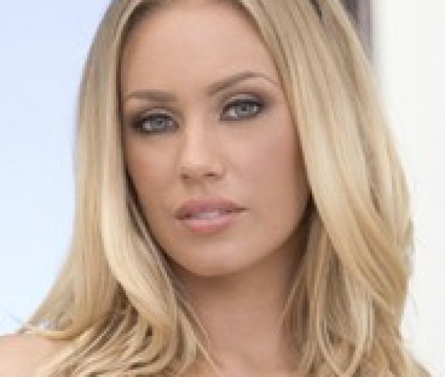Profile Nicole Aniston