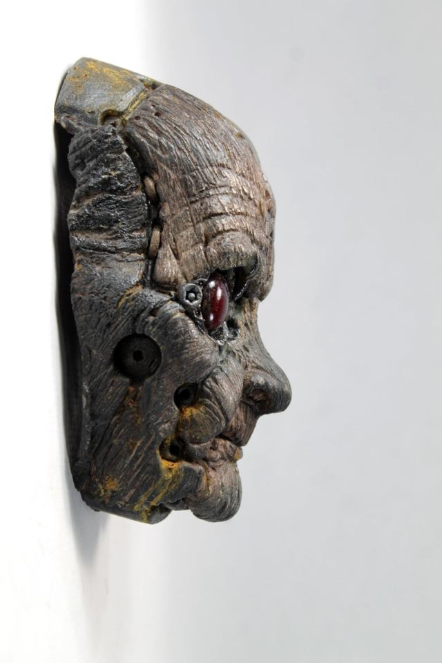 QUIMBATTI'S FACE. Old blue wooden robot wall sculpture by Tomas Barcelo. 4