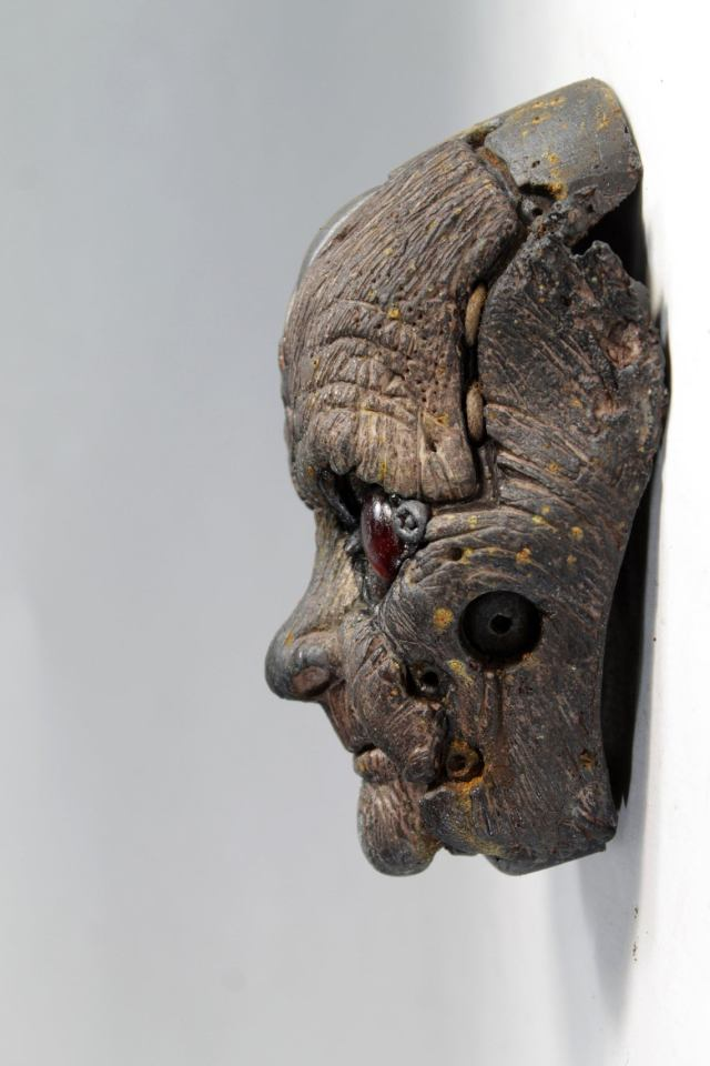 QUIMBATTI'S FACE. Old blue wooden robot wall sculpture by Tomas Barcelo. 2