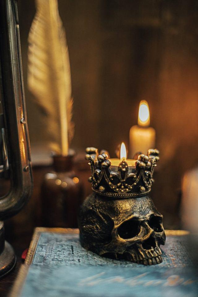 Human Skull candleholder. 3