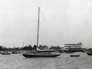 lydiette-moored-crouch