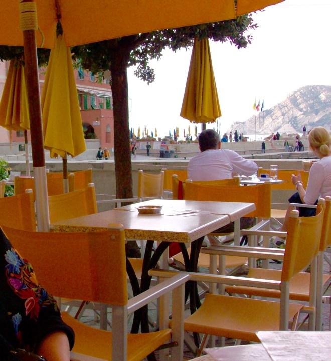 Kig fra reataurant på Piazza Marconi, Vernazza, Cinque Terre, Italien.