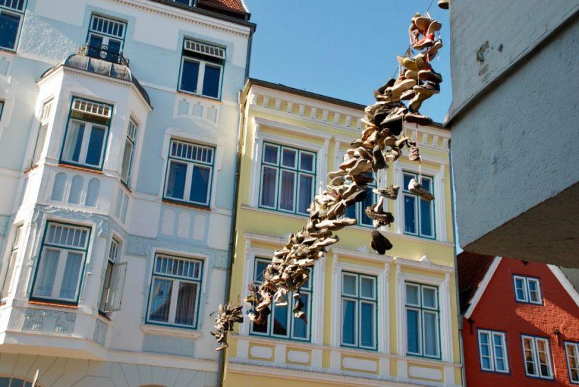 Hængende sko, Norderstrasse, Flensburg, Tyskland.
