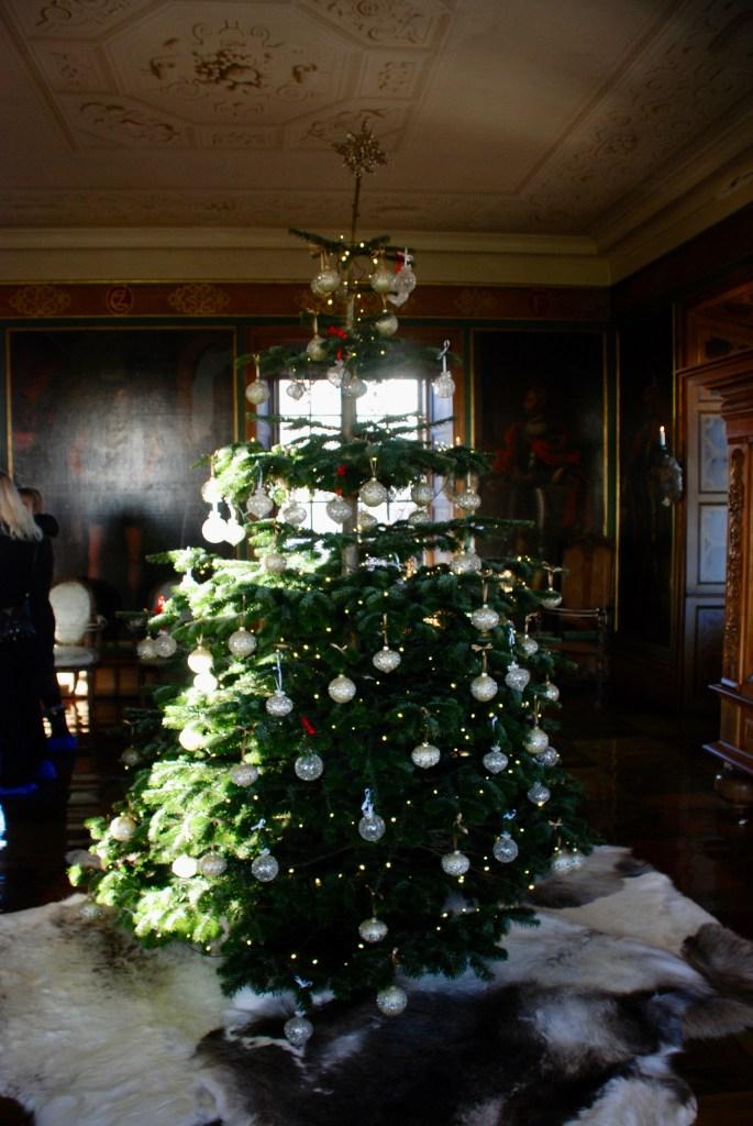 Juletræ i kongesalen på Børglum Kloster