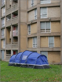 Park Hill Flats | Sheffield 2016 | Boarded Up Empty Flats and Tent Occupied by People without a home | © Little Bits of Sheffield www.steelcitystatic.wordpress.com (sp1000477e)