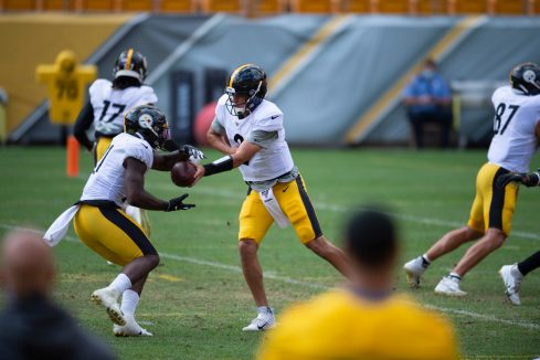 Pittsburgh Steelers quarterback Mason Rudolph (2) trains at Heinz Field during the Steelers 2020 Training Camp, Thursday, Aug. 18, 2022 in Pittsburgh, PA. (Caitlyn Epes / Pittsburgh Steelers)