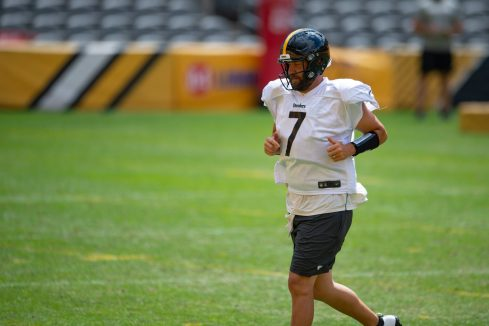 Pittsburgh Steelers quarterback Ben Roethlisberger (7) trains at Heinz Field during the Steelers 2020 Training Camp, Thursday, Aug. 18, 2022 in Pittsburgh, PA. (Caitlyn Epes / Pittsburgh Steelers)