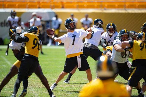Pittsburgh Steelers quarterback Ben Roethlisberger (7) trains at Heinz Field during the Steelers 2020 Training Camp, Friday, Aug. 19, 2022 in Pittsburgh, PA. (Caitlyn Epes / Pittsburgh Steelers)