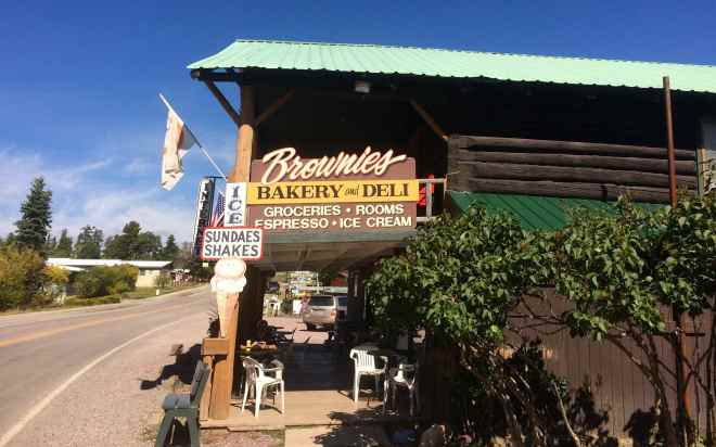 Lunch stop at Brownie's Hostel and Bakery