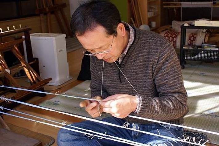 japan_yuki-tsumugi_silk_fabric_production.jpg