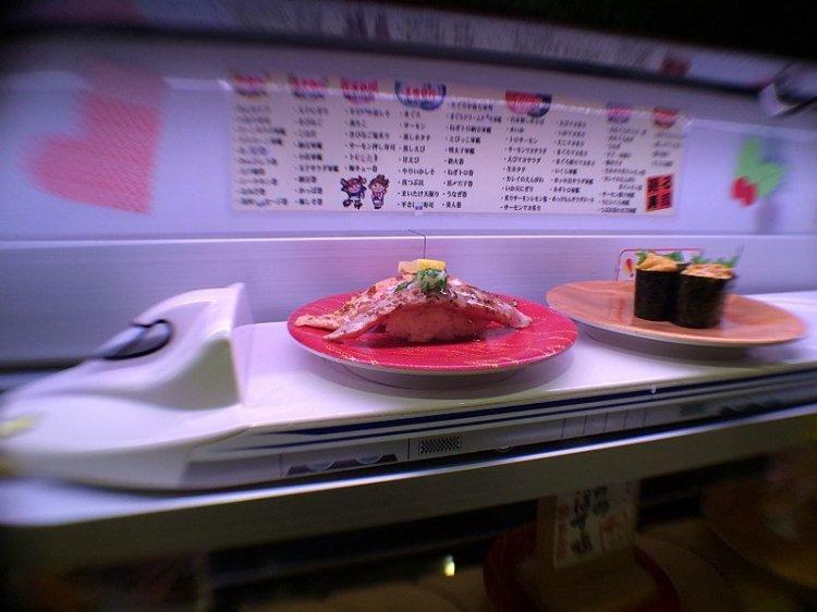 800px-Sushi_shinkansen_(12142146096).jpg
