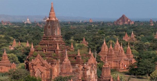 Bagan_Temples_Valley.jpg