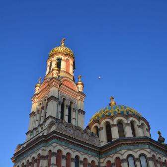 Sobór św. Aleksandra Newskiego, eine sehr farbenfrohe römisch-katholische Kirche