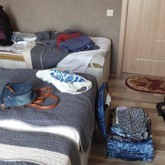 Unser Zimmer. Klein, aber... vollgestellt :-)